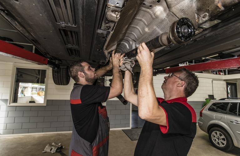 Tweedehands Auto Garage : Auto garage verkoop tweedehands auto s autocrew hillenga